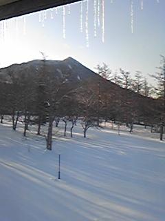 [写真]男体山の雪化粧