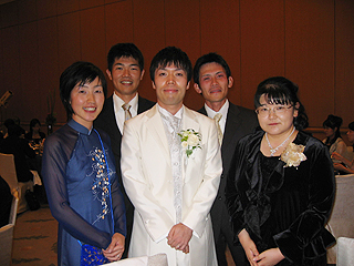 [写真]結婚式の集合写真