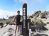 [写真]妙高山山頂で記念撮影