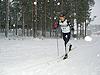 [写真]雪の中、力走する新田選手