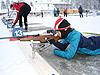 [写真]射撃練習する太田選手