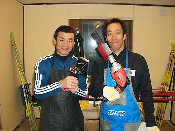 [写真]ワックスチームの莅戸剛仁コーチと若井陽介