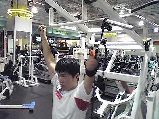 [写真]工夫してトレーニングする新田選手