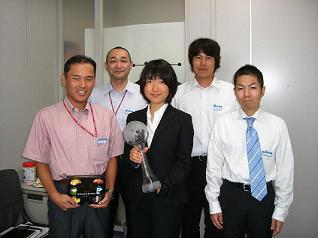 [写真]SAS労組の新旧役員の皆さんと
