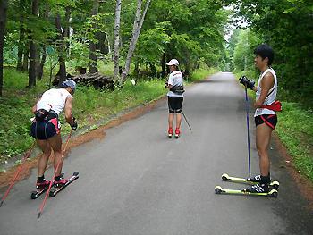 [写真]神津選手から指導を受ける