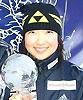 [写真]トロフィーを持つ太田選手