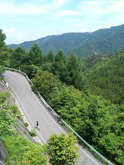 [写真]峠15km上る太田選手