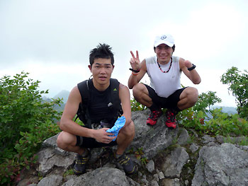 [写真]新田選手と佐藤選手