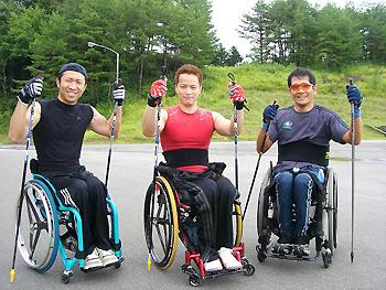 [写真]右から長田選手、真ん中が西崎選手、左が久保選手
