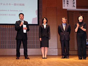 [写真]荒井監督、太田選手、新美部長