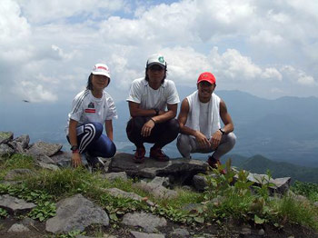 [写真]あずまさんにて神津さん、山岸さん、太田選手