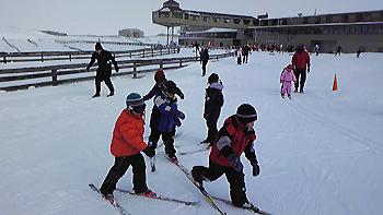 [写真]クロスカントリーを楽しむ子供たち