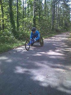 [写真]サイクリングロードでのトレーニング