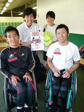 [写真]元オリンピック・クロカン選手の渋谷先生親子さんと
