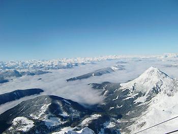 [写真]山頂から雲海を見る