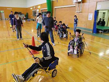 [写真]子供たちと久保選手