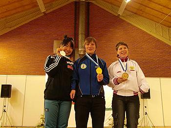 [写真]表彰台に立つ太田選手