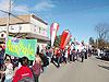 [写真]街の中をパレードするワールドカップ選手団