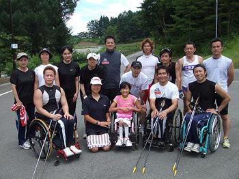 [写真]尾花沢合宿チームの皆と集合写真