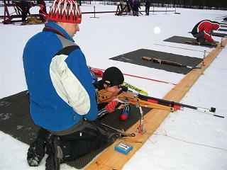 「写真」射撃トレーニングをする太田渉子
