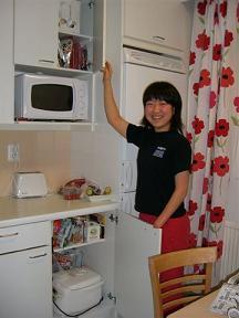 [写真]渉子の戸棚は日本食でいっぱい
