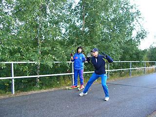 [写真]朝練習をするユッシー専属コーチと渉子