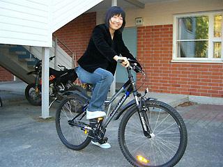 [写真]マウンテンバイクに乗る太田選手