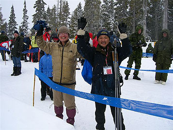 [写真]前田会長と渡部スキー部顧問
