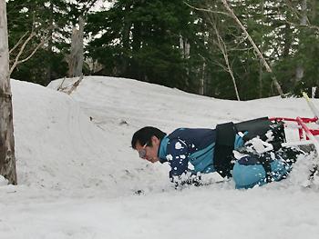 [写真]転倒する長田選手