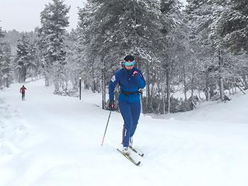[写真]阿部友里香選手の雪上トレーニング