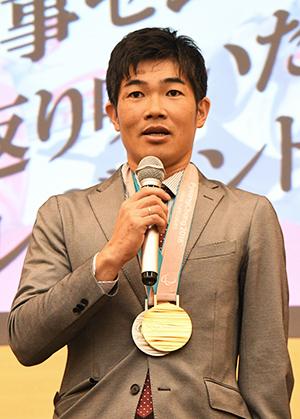 [写真]金メダル、銀メダル獲得の新田佳浩選手