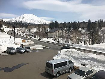 [写真]旭岳の春の日差し