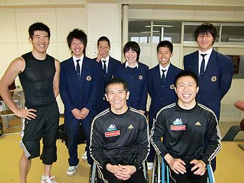 [写真]倶知安高校スキー部のみなさんと長田選手、新田選手、久保選手