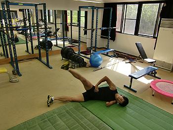 [写真]筋力トレーニング中の新田佳浩