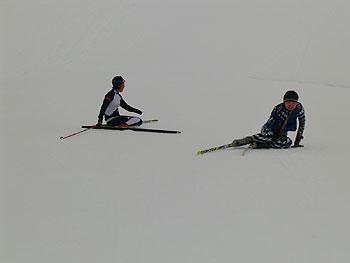 [写真]倒れこんだ太田渉子選手と出来島桃子選手