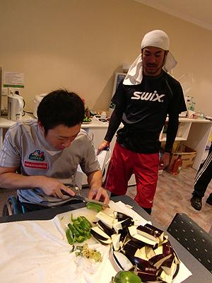 [写真]久保恒造と神津選手