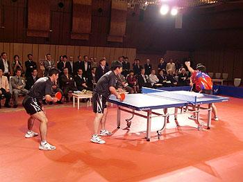 [写真]松下浩二さんのエキシビジョンマッチの様子