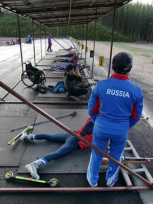 [写真]射撃練習するロシアチーム
