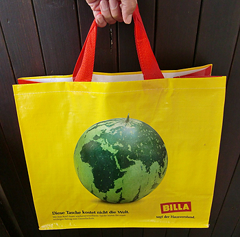 [写真]エコバッグの地球そっくりなスイカの絵