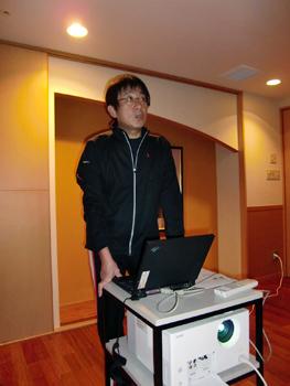 [写真]スポーツ心理学研究の荒木雅信教授