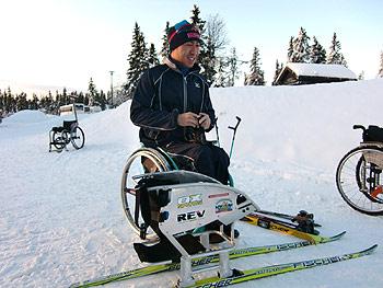 [写真]久保恒造選手とシットスキー