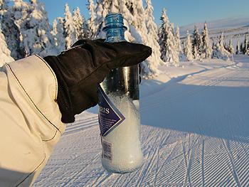 [写真]持ってきた水が凍っていく