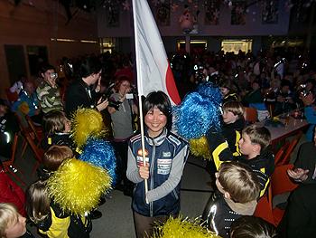 [写真]日本チームを代表して旗手をつとめる太田渉子