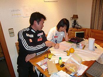 [写真]勉強中の太田渉子