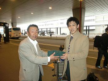 [写真]佐藤志郎さんと勝呂
