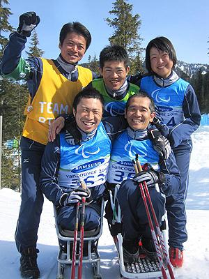[写真]日立システムスキー部アウローラのメンバー