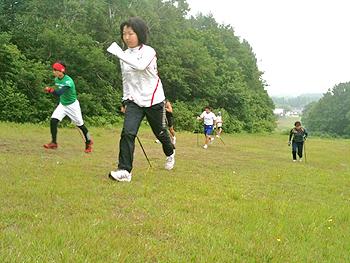 [写真]ゲレンデでトレーニング