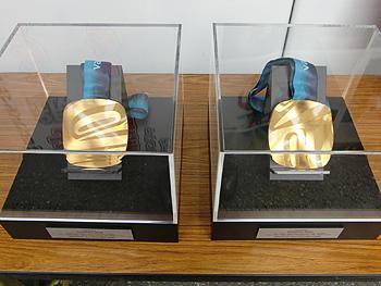 [写真]金メダルも展示