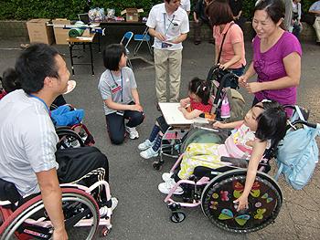 [写真]ジュニアキャンプに参加してくれている友達も来てくれました