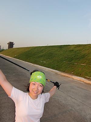 [写真]荒川河川敷で練習